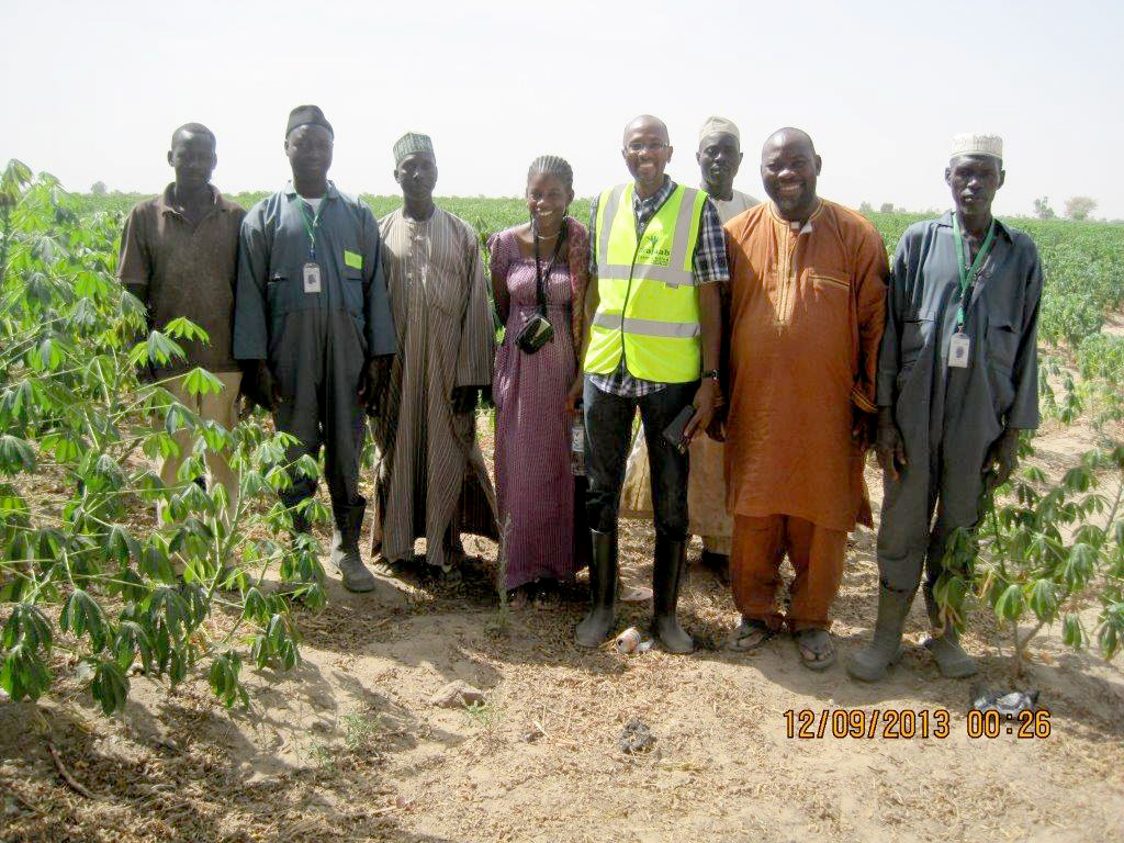 Dr Okechukwu (second from right), Abubakar (fourth from right)   and other farmers at the cassava farm