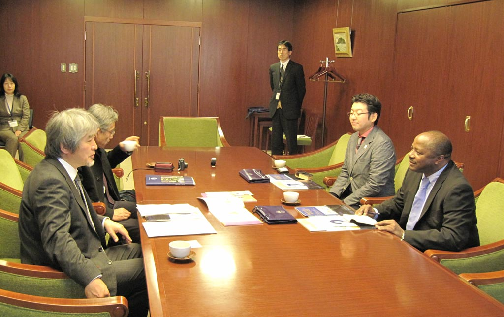 Picture of DG Sanginga meets with the president of Kyoto University, Japan