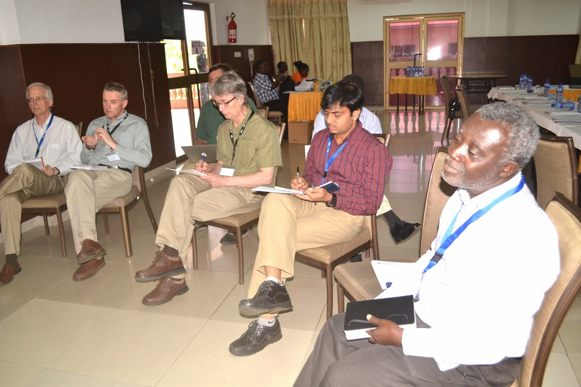(L-R): Drs Jim Lorenzen (Gates Foundation), Glenn Bryan (JHI), David De Koeyer, Lava Kumar, and Robert Asiedu (IITA).