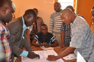 Male participants discussing activities of the agriculture calendar at the Kongwa meeting